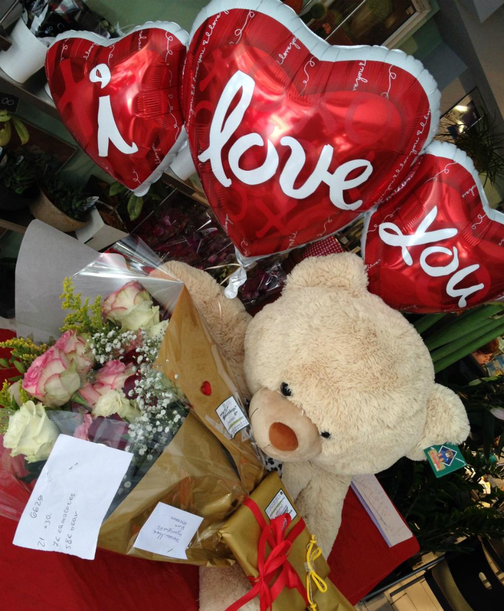 Valentine Season Flowers Bouquet Balloon Teddy X Large Special