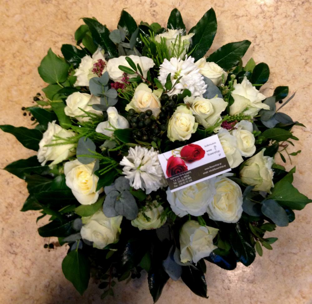 cf7ab08ca107 Σύνθεση γάμου επιτραπέζια με λευκά λουλούδια εποχής. - ανθοπωλείο ...