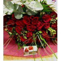 (45) κόκκινα τριαντάφυλλα Ολλανδικά μπουκέτο με πρασινάδες .Σούπερ προσφορά.