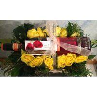 Λουλούδια & (1) Μπουκάλι Κρασί σε Καλάθι.