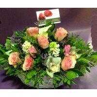 Καλάθι με ανοιξιάτικα λουλούδια. Χαρούμενη άνοιξη !!!