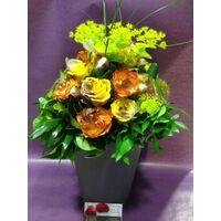 Μπουκέτο με λουλούδια και πασχαλινή διακόσμηση