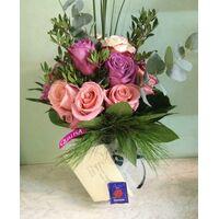 Ανθοπωλείο . Βάζο με ecuador (τα καλύτερα σε όλον τον κόσμο) τριαντάφυλλα