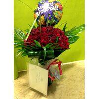 (50) κόκκινα τριαντάφυλλα Ολλανδικά μπουκέτο με πρασινάδες + βάζο + Μπαλόνι Happy Birthday.