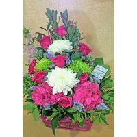 Ροζ ή φούξια λουλούδια σε καλάθι