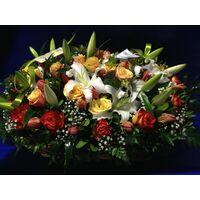 Μεγάλο καλάθι με λουλούδια εποχής