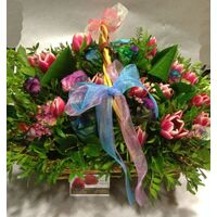 Καλάθι με τριαντάφυλλα Rainbow & Τουλίπες