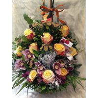 "Winter ""Snowy"" basket with elegant flowers."