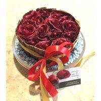 Κόκκινα τριαντάφυλλα σε γυαλί με φύλλα Μπανανιάς & Διακοσμητική Άμμο