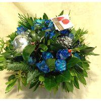 Μπλε τριαντάφυλλα σε καλάθι  με Χριστουγεννιάτικο άρωμα !!!