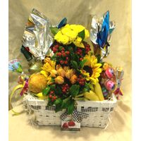 Big Easter Hamper with assorted decoration.