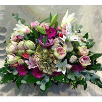 Σπεσιαλ Λουλούδια & Διακόσμηση Σε Μεγάλο  Καλάθι.
