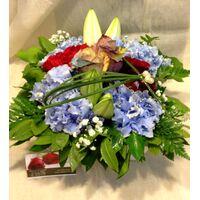 Κασπώ με ανοιξιάτικα λουλούδια