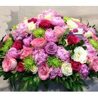 Σύνθεση με (+50) τριαντάφυλλα Εκουαδορ ! & ιδιαίτερες ποικιλίες λουλουδιών σε καλάθι