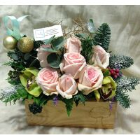 "Christmas Exclusive flowers basket. In ""wooden Pot"" Snowed !!!"