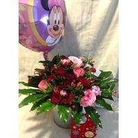 """Σύνθεση με ιδιαίτερες ποικιλίες λουλουδιών """"Χαρούμενα Γενέθλεια"""""""