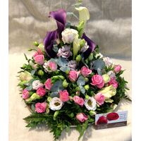 "Flower arrangement on tray ""Pinky Fantasy"""