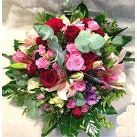 Καλάθι Με Ροζ & Κόκκινα Λουλούδια. Ιδιαίτερα Εντυπωσιακό