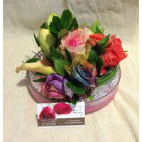 Λουλούδια σε μικρή γυάλινη πιατέλα