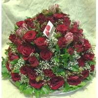 Darling this exclusive roses arrangement is for you !!!