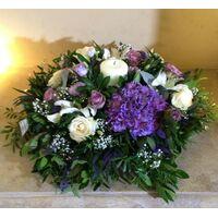 """Επιτραπέζια Σύνθεση με λουλούδια """"Μοβ Χρώματα""""  +  Κερί . Ιδιαίτερο !!!"""