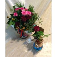 """Mixed Roses in Vase""  Bouquet (21) stems. New !!! Free Gift Single Rose in Vase."