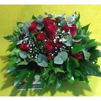 Κόκκινα τριαντάφυλλα (25) τεμ. Σε ξύλινο Ποτ.
