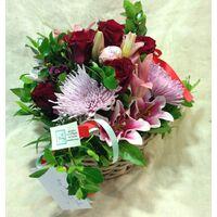 Καλάθι Με Κόκκινα & Ροζ Λουλούδια Εποχής.