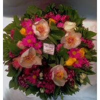 Στεφάνι με πολύχρωμα άνθη εποχής!!!(διαμ. περ. 0,40μ.)