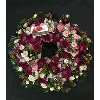 Στεφάνι με άνθη εποχής!!!(διαμ. περ. 0,50μ.) Σε ροζ αποχρώσεις.