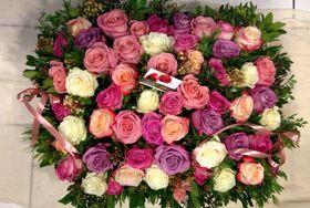 Ανθοπωλείο .Καλάθι με ecuador (τα καλύτερα σε όλον τον κόσμο) τριαντάφυλλα