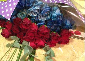 Μπλε & Κόκκινα Τριαντάφυλλα (50 συνολικά)τεμ. Ανθοδέσμη