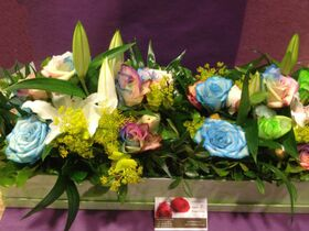 Σύνθεση λουλουδιών σε κουτί