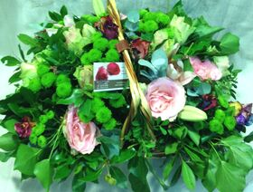 """""""Γλυκά"""" ανοιξιάτικα λουλούδια σε καλάθι"""