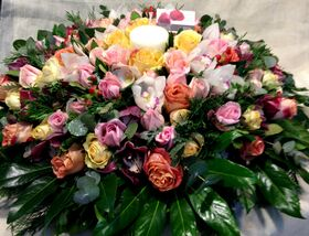 Επιτραπέζια ανθοσύνθεση μακρόστενη ή στρογγυλή με εκλεκτά άνθη!!!