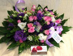 """Ανθοπωλεία. Σύνθεση με λουλούδια """"λιλα χρώματα"""" σε δίσκο !!!"""