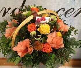Ανθοπωλείο flowershop.gr Χειμώνας με σομον λουλούδια σε καλάθι.
