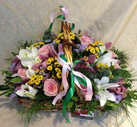 Ανθοπωλεία flowershop.gr Καλάθι με πολύχρωμα λουλούδια & χειμερινές πρασινάδες