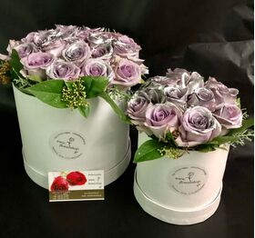"""Ανθοπωλείο. Τριαντάφυλλα σε """"Κουτιά"""" Σετ των (2)."""