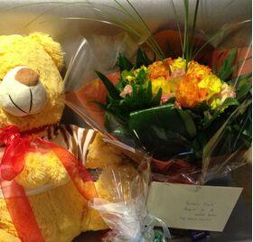 Μπουκέτο με Τριαντάφυλλα  (31) τεμ. + Αρκούδος (50εκ.) + Σοκολατάκια