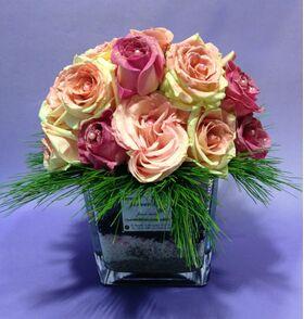 Γυάλινο βάζο με Ρομαντικά Τριαντάφυλλα (20 τεμ.) & διακοσμητική άμμο.Ανθοπωλείο στη Νέα Σμύρνη.