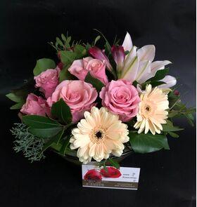 Λουλούδια εποχής σε γυάλινο + διακόσμηση !!! (Μόνο Αθήνα & Προάστεια) 10,00€. Πολυτελές