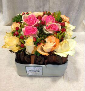 """τριαντάφυλλα  με επικάλυψη """"κεριού"""" σύνθεση σε ποτ"""