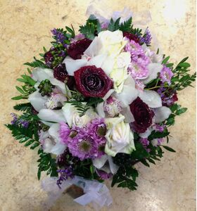 "Winter ""Snowy"" basket with elegant flowers. Round"