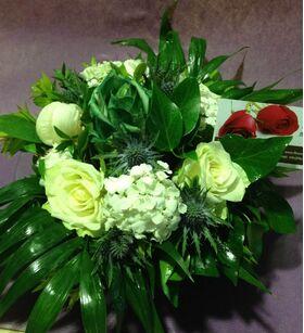 Ανοιξιάτικο καλάθι με λουλούδια εποχής