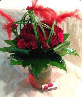 (35) κόκκινα τριαντάφυλλα Α' 60εκ. Ολλανδικά μπουκέτο με πρασινάδες.Πολυτελές