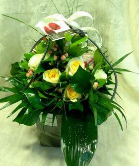 Ανθοπωλείο. (21) τριαντάφυλλα μπουκέτο (κρεμ & λευκά χρώματα) με ποιοτικές πρασινάδες