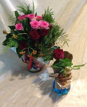 """Τριαντάφυλλα (21) τεμ. Μπουκέτο σε Βάζο. Νέο !!! Δώρο """"Ένα"""" Τριαντάφυλλο σε Βάζο."""