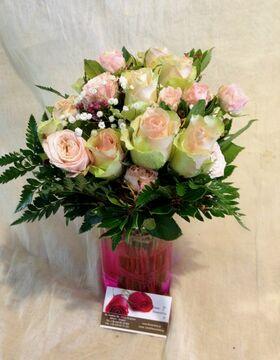 """""""Υπέροχα Ροζ"""" Τριαντάφυλλα Σε Γυάλινο Βάζο !!!"""