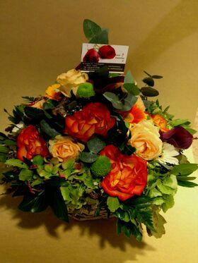 Φθινοπωρινή σύνθεση με λουλούδια σε καλάθι - Πορτοκαλί οπτασία!!! Σπέσιαλ